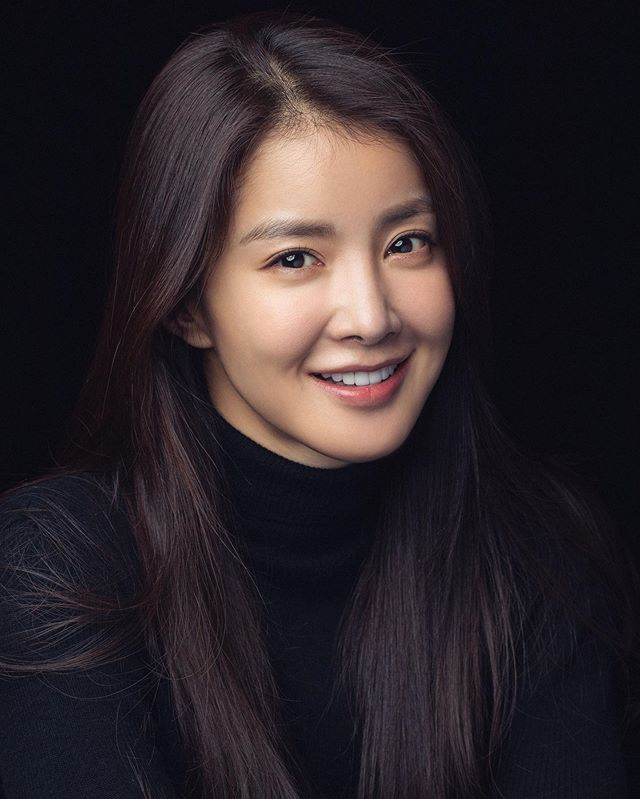 Lee Si-Young - AsianWiki