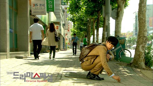 [Resim: KBS_Drama_Special-_I_Look_Funny_To_You%3F-p1.jpg]