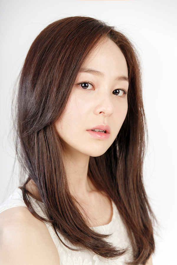 Lee Kyu-Jung (actress)-p01.jpg