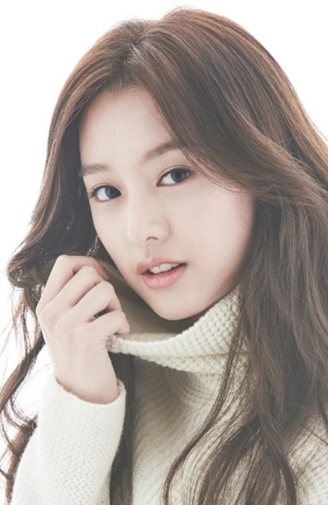 Yoo jiwon and han na to her