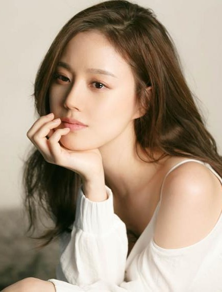 Moon Chae-Won-p001.jpg