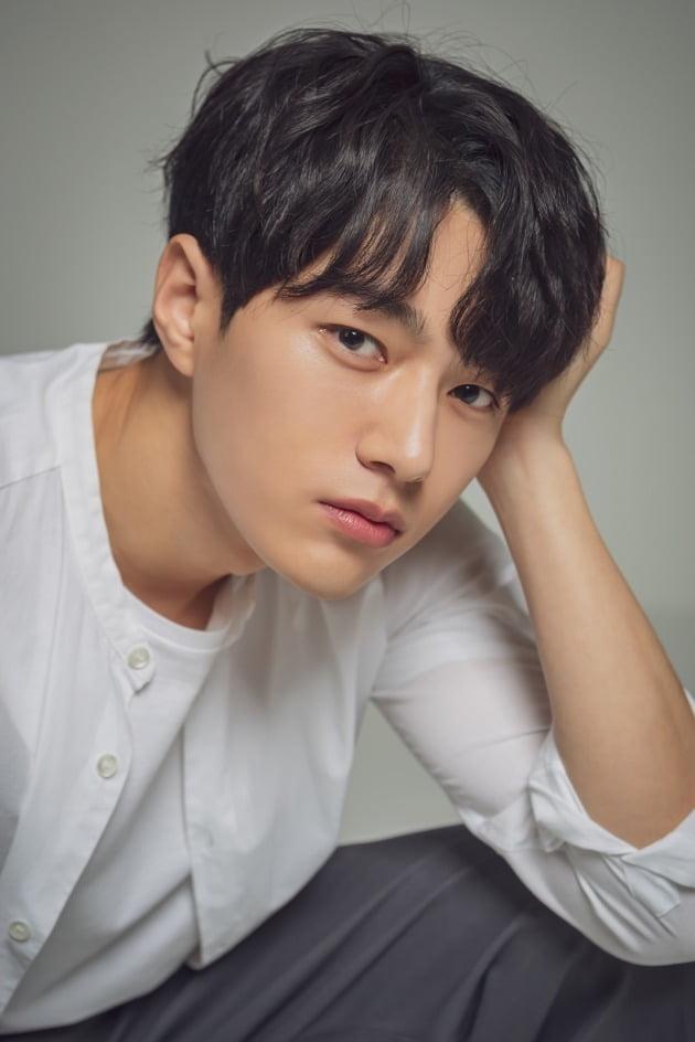 Kim Myung-Soo (L) - AsianWiki