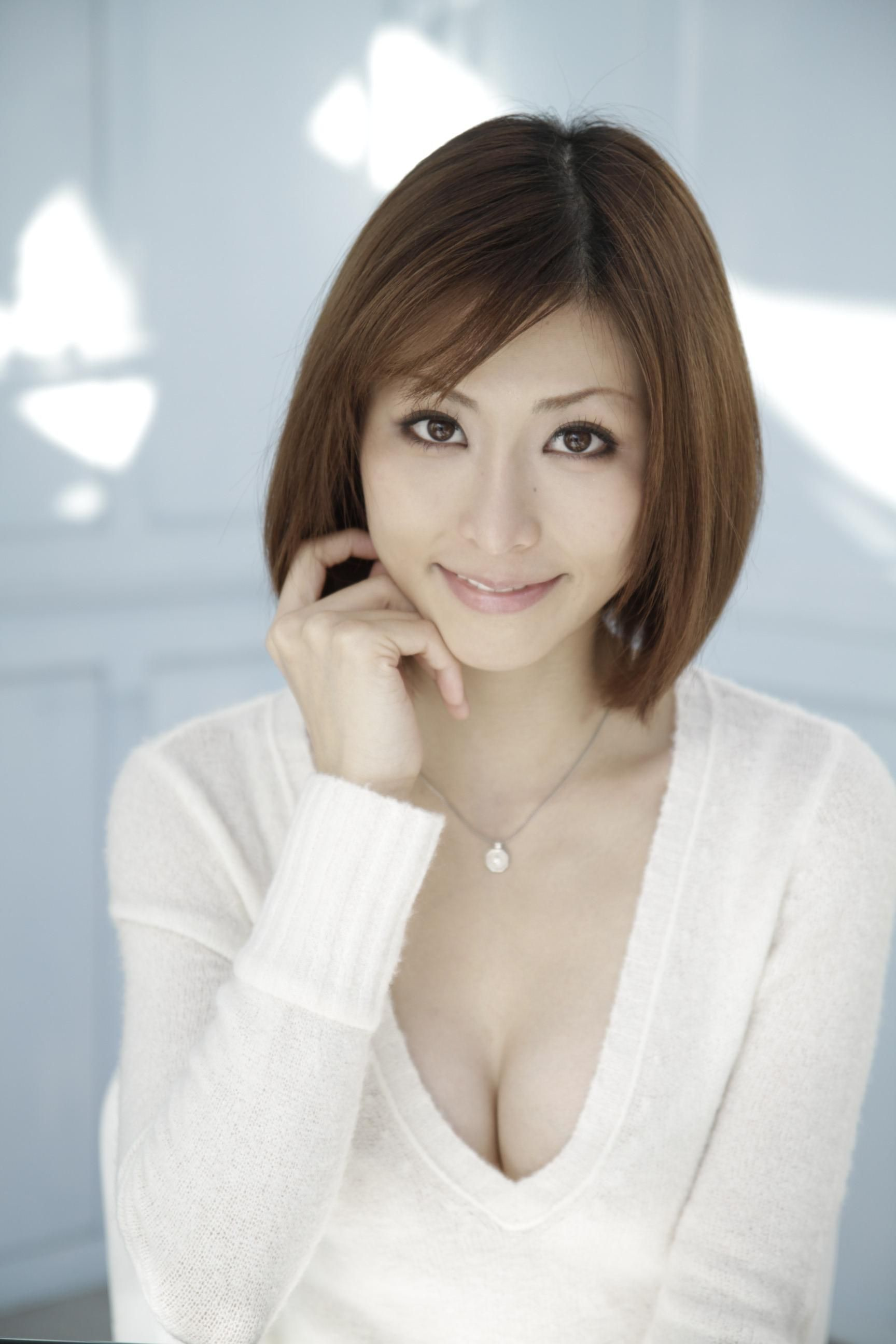 Akari Asahina - AsianWiki