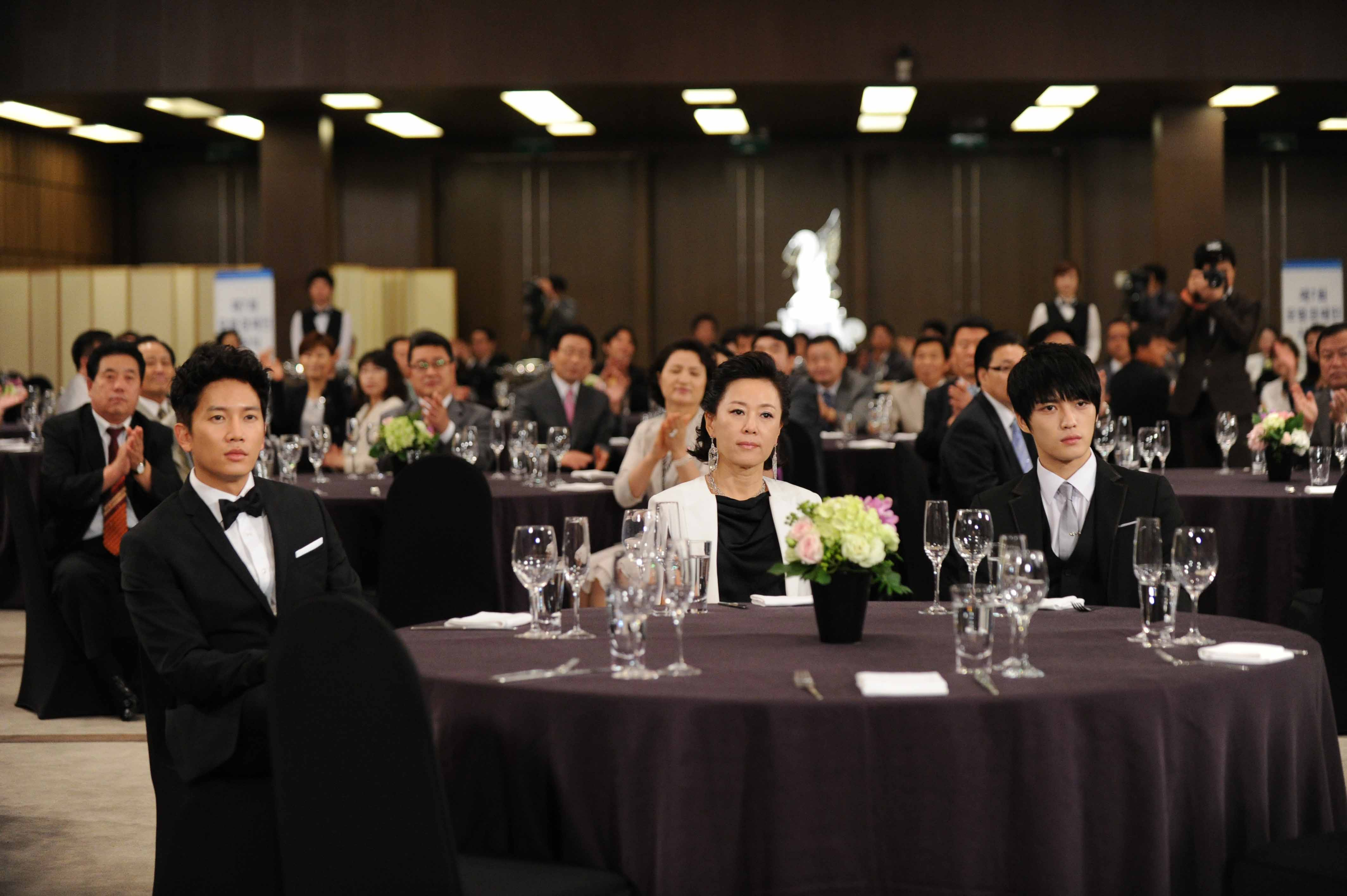 Protect The Boss-18.jpg
