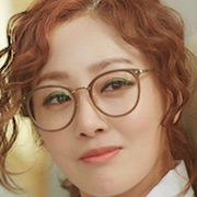 Individualist Ms. Ji-Young-Oh Na-Ra.jpg
