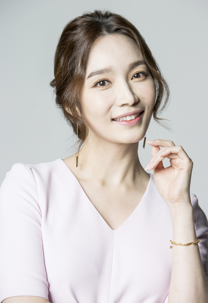Lee Min-Young-1976.jpg