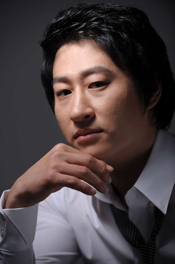 Jun Joo-Woo (1978)-p1.jpg
