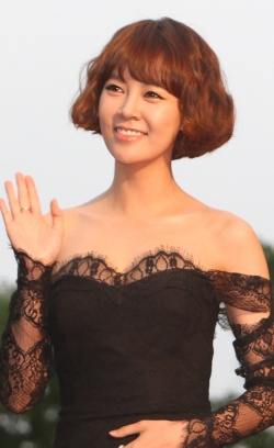 http://asianwiki.com/images/thumb/0/0f/Choi_Yoon-Young-003-p1.jpg/250px-Choi_Yoon-Young-003-p1.jpg