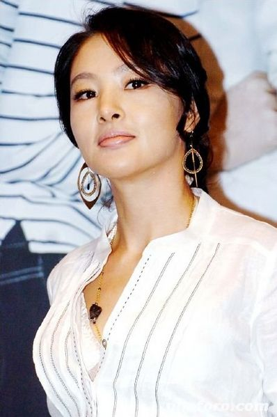 398px-Park_Ji-Young_%2812-08-1969%29.jpg